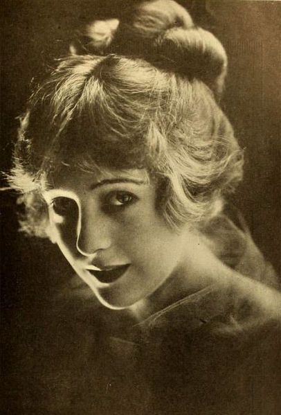 """Jewel Carmen appeared in over thirty major films from 1912. The best remembered are American Aristocracy (1916), Above the Law (1918) and D.W. Griffith's Intolerance (1916), although she was uncredited as """"a favorite of he Harem"""" in Intolerance. Pictured in 1918."""