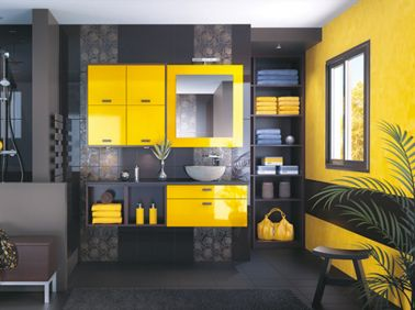 Salle de bain jaune et noir peinture grise meubles Mobalpa