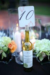 Tischnummer und Menü auf Flasche