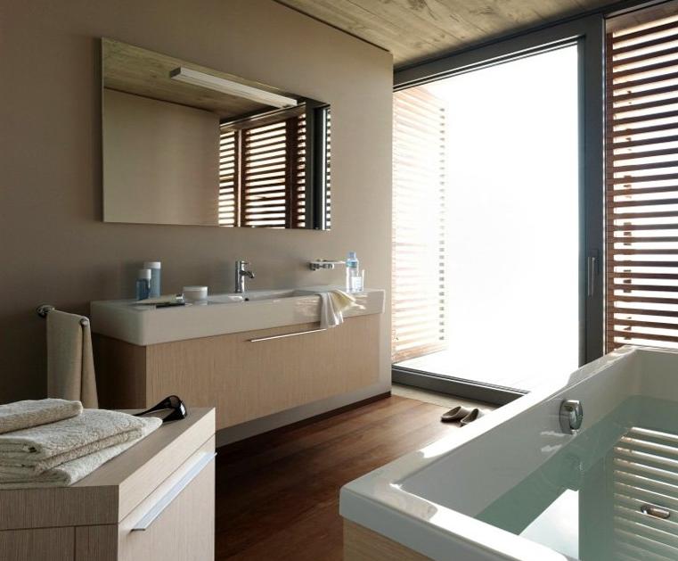 Wandfarben Fürs Badezimmer: Grau Und Holz Wirken Wohnlich