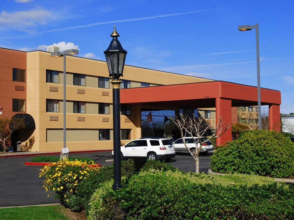 Photo Gallery Oxford Suites Redding Hotel (With images