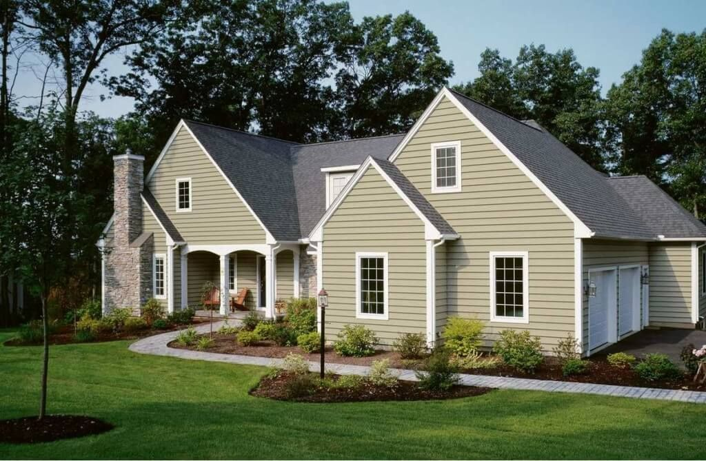 Vinyl Siding On A Traditional Colonial Style Home House Siding Options House Siding Exterior House Siding