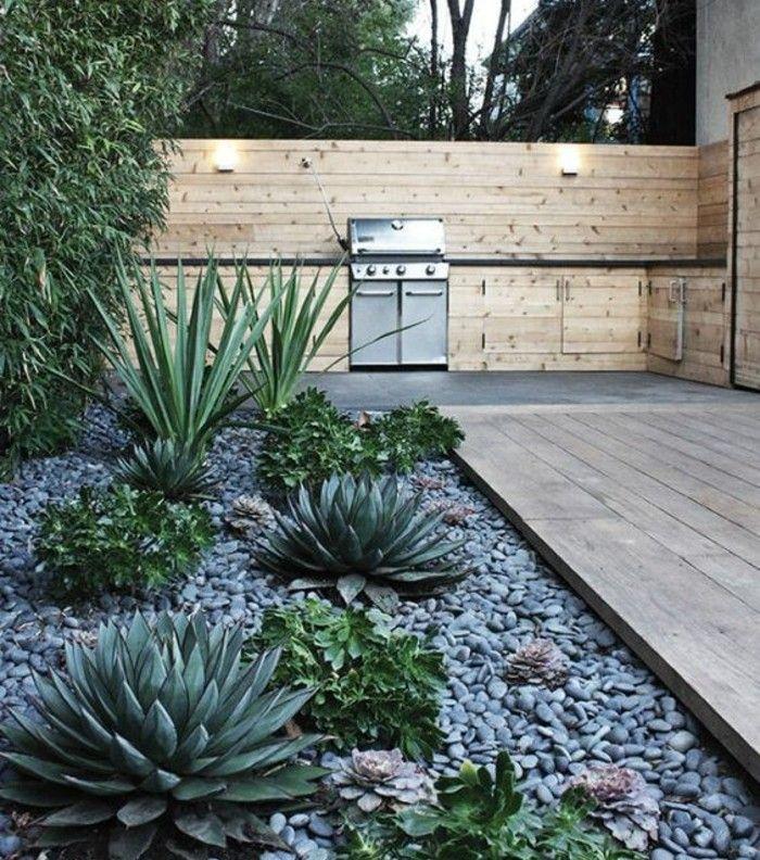 Terrasse En Deck Et Rockaille Fleurie, Des Plantes Succulentes, Idée Amenagement  Coin Zen Jardin