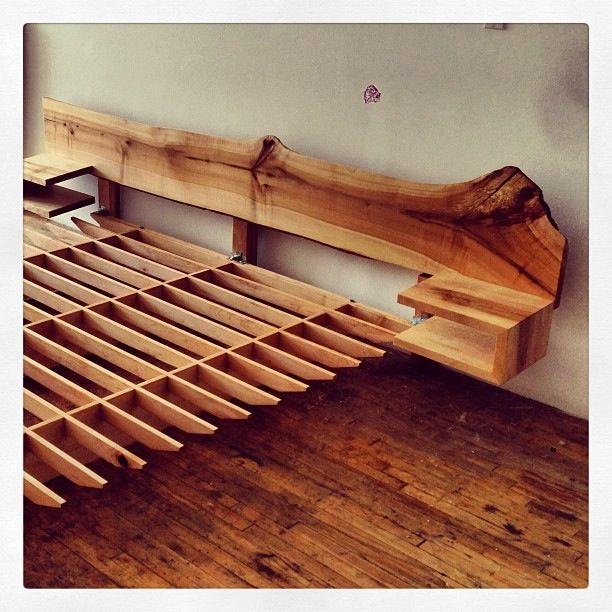 Live Edge Bed Headboard Matching Footboard Out Of Shot Idees De Lit Tete De Lit Rustique En Bois Chambre A Coucher Blanche