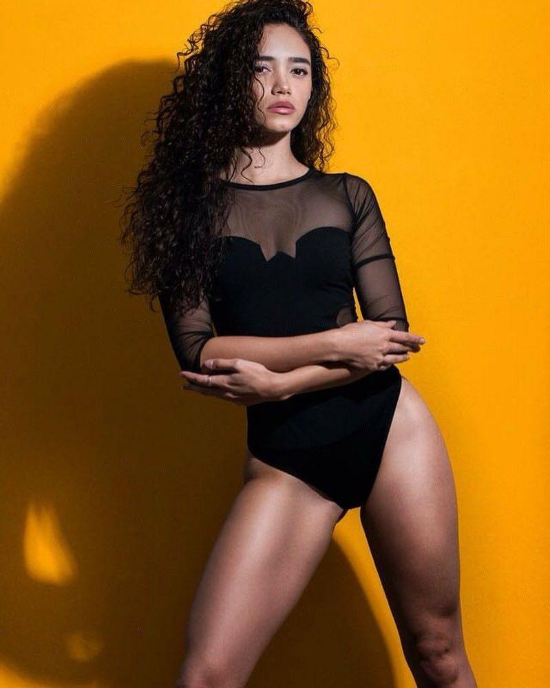 Cleavage Renee Valeria nudes (91 photo), Ass, Cleavage, Twitter, braless 2018