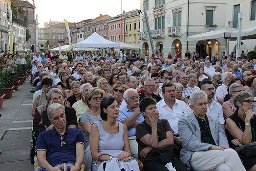 6 settembre, Festival della politica 2013   ore 19.00 Piazza Ferretto, il pubblico di Lucio Caracciolo, Angelo Panebianco, Renzo Guolo (5)