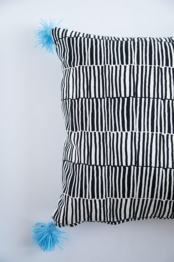 Ikea Pillow Case Hack Diy Yarn Tassels Diy Pillowcase Pattern Hacks Diy Pillow Cases