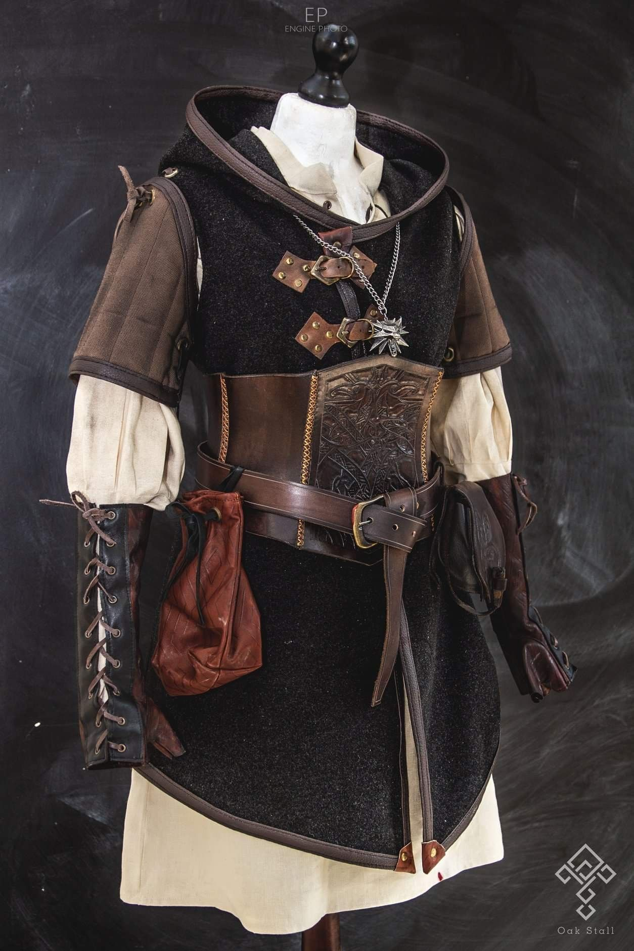 Pin By あゆみ 草場 On Witcher School Sept 2019 Medieval Clothing Fantasy Clothing Clothes