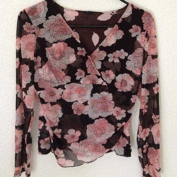 Beautiful floral top medium I cut the tag out due to discomfort. Bought at Macy's. EUC lightweight size medium Tops Blouses