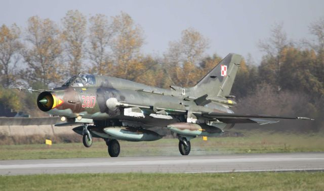 """Polish air force Sukhoi Su-22 """"Fitter"""".Service has fleet of 26 M4-model strike aircraft & 6 UM3K-standard 2-seat trainers,all of operated from Swidwin air base.Fleet to be upgraded,defence minister Tomasz Siemoniak has announced"""