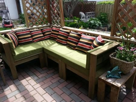 Build Your Own Outdoor Sectional Beginner Project Free Plans At Ana White Com Diy Patio Furniture Pallet Furniture Outdoor Pallet Garden Furniture
