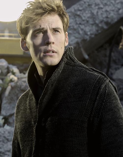 Finnick Odair | The Hunger Games Wiki | Fandom |Mockingjay Finnick Odair