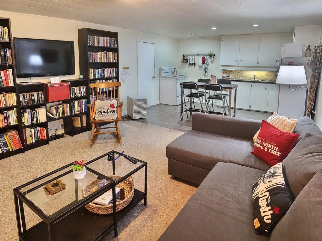 Gorgeous Basement Apartment Hamilton Read More Basementideas Basementapartmenthamilton Sotano Moderno Moderno