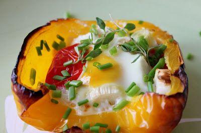Huvilaelämää ja mökkiruokaa: Grillissä hyydytetyt munat paprikoissa