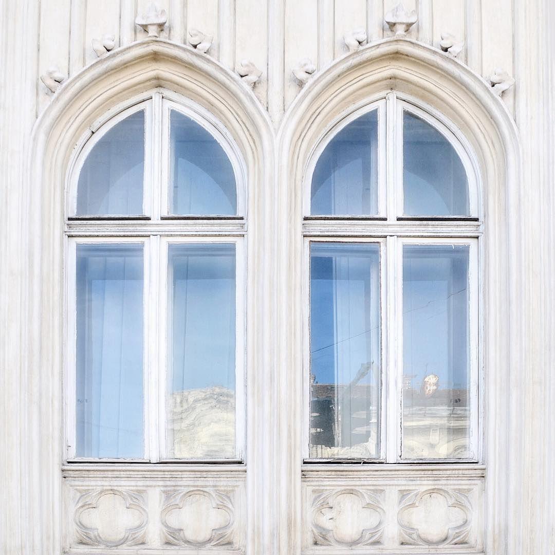Zemun「City reflection. Cold, sunny reflection. ❄️」