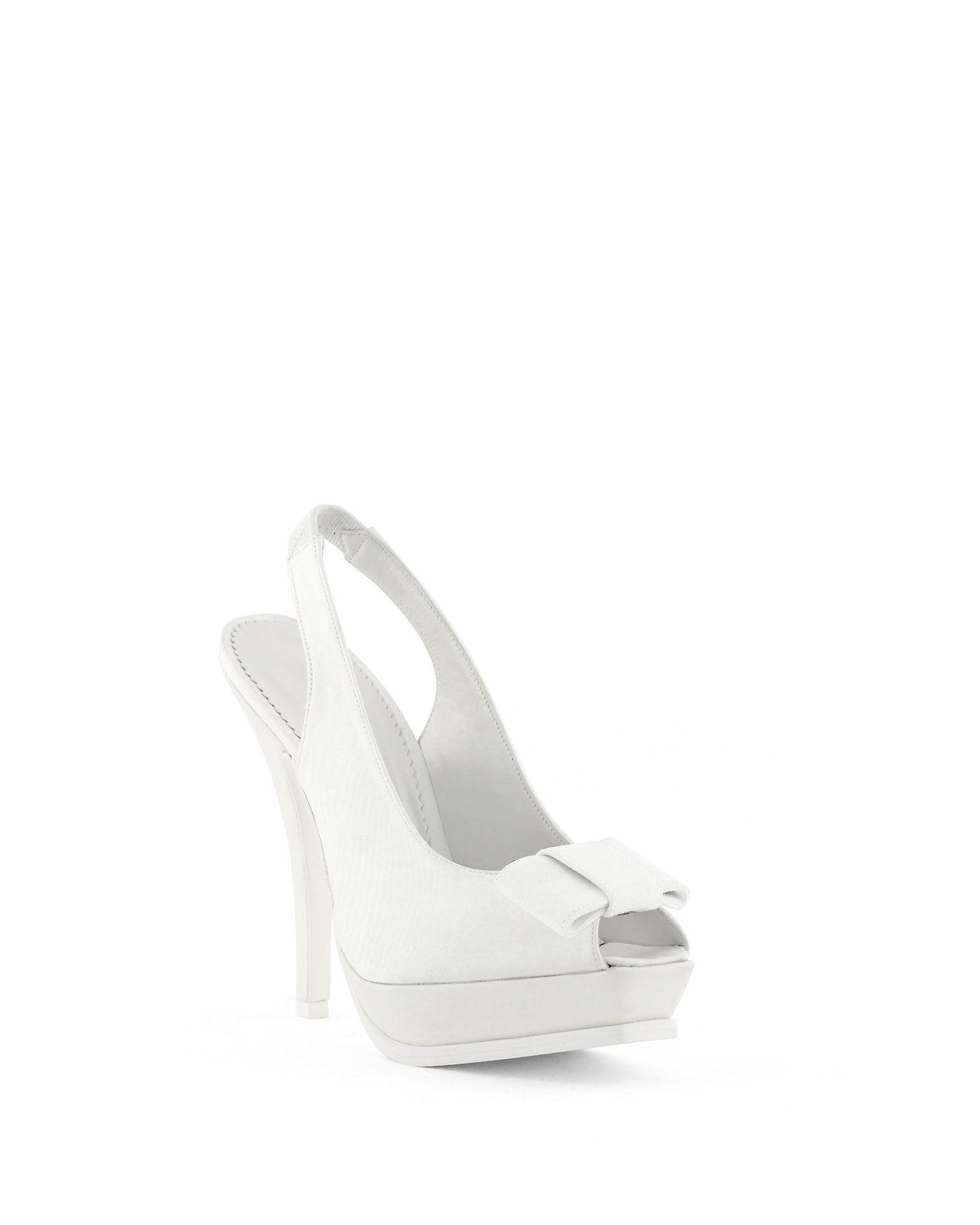 Bellos y elegantes zapatos de novia de @Rosa_Clara