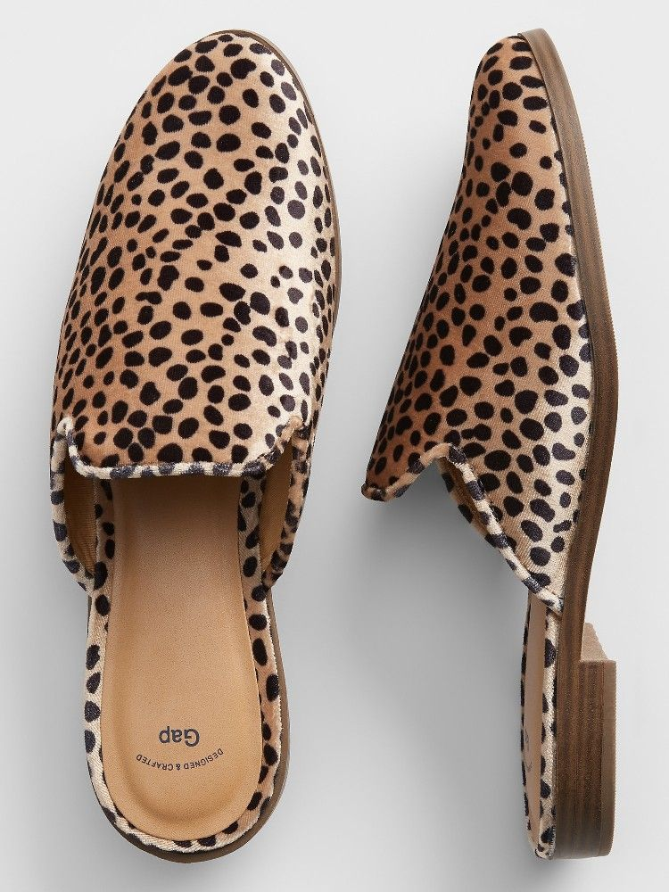 6d7789344584 Come to mama, my pretties. Cheetah slides from Gap Factory | Looks I ...