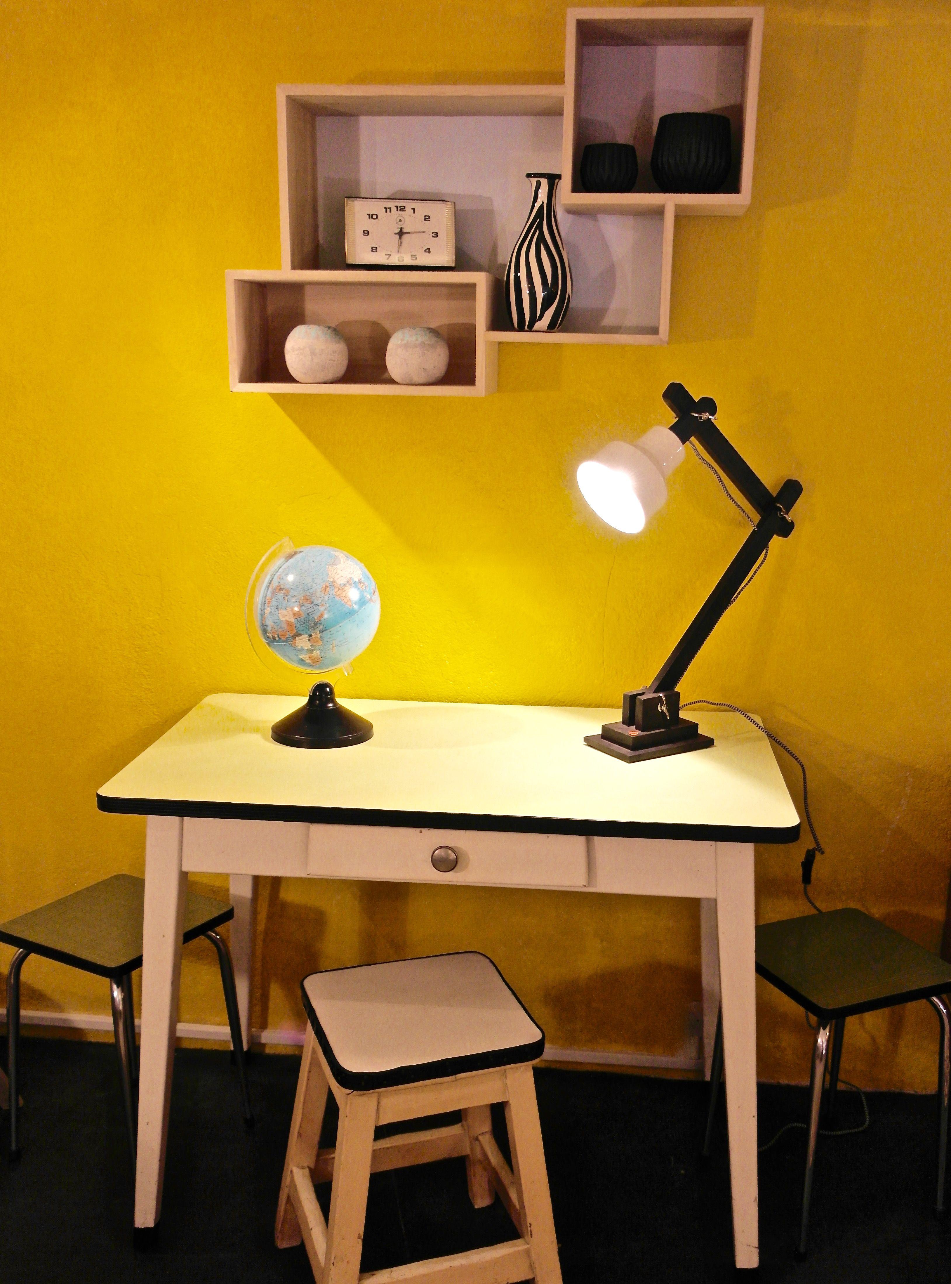 TABLE FORMICA BLEUE CHAISES A uac Mobilier Vintage