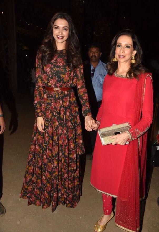 Deepika Padukone With Her Mother Ujjala At Designer Sabyasachi Mukherjee S Show At Lakme Fashion Indian Designer Outfits Indian Fashion Designer Dresses Indian