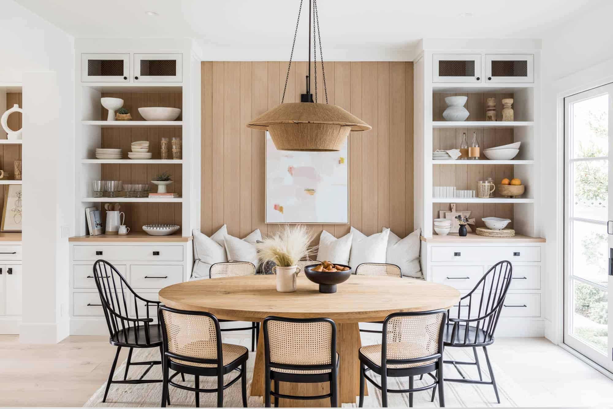 33 Delightful Dining Table Décor Ideas for a Standout Space