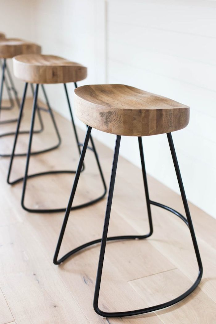 wood and metal stool ashley winn design & Get the Look: Molly Sims\u0027s Rustic but Modern Hamptons Kitchen ... islam-shia.org
