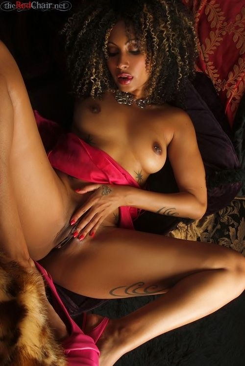 A black woman naked-2470