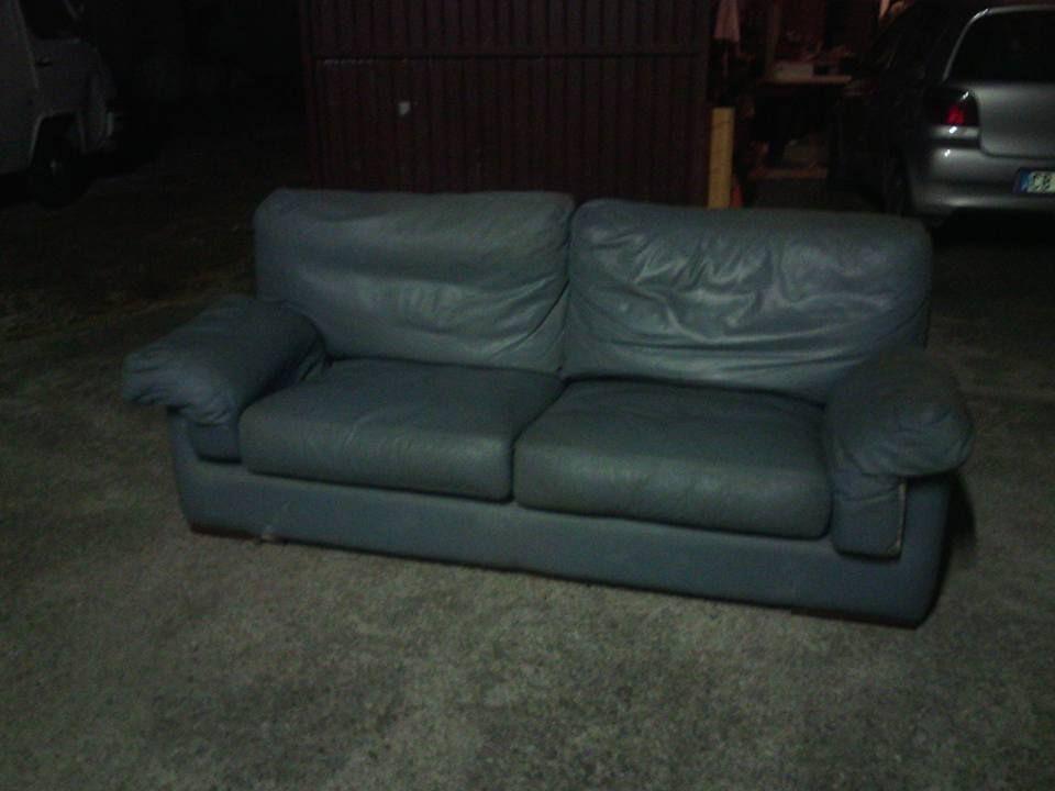 Vendo divano in pelle azzurro due posti marca poltrone e for Mobili di marca