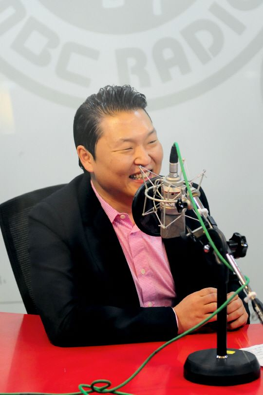"""Psy reveals he was frustrated at times with """"Gangnam Style"""" remaining at #2 on Billboard's 'Hot 100′"""