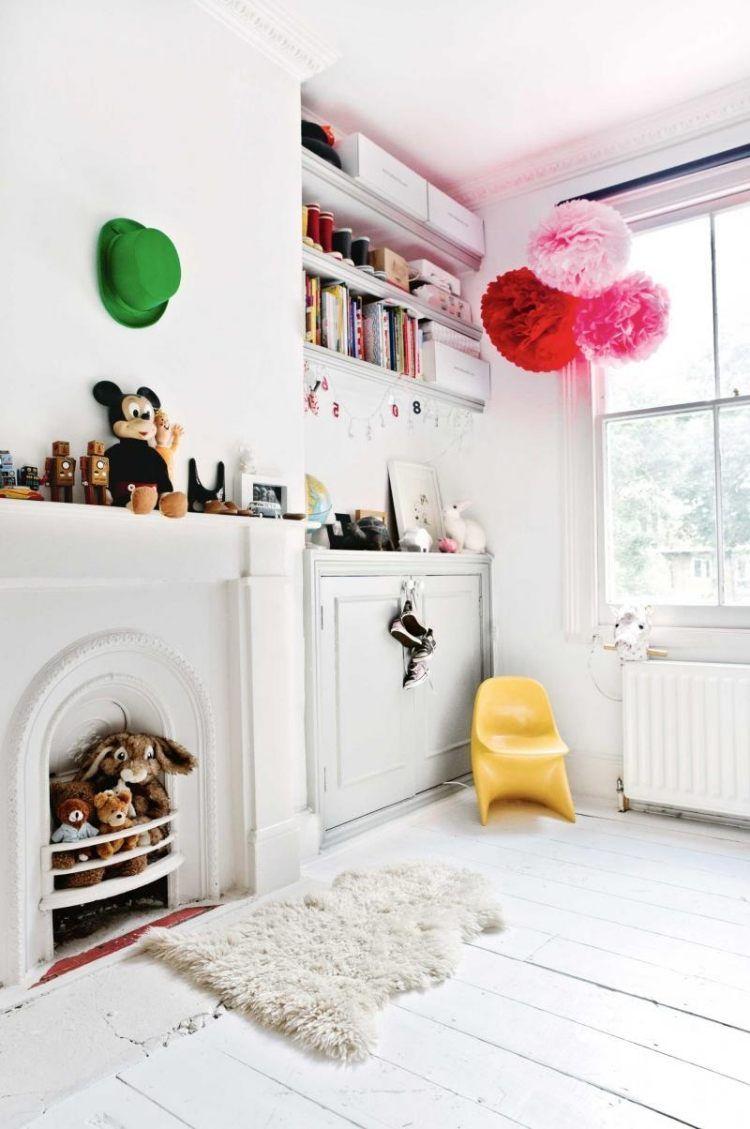 skandinavischer Stil - Kamin im Kinderzimmer und Dielenboden in Weiß ...
