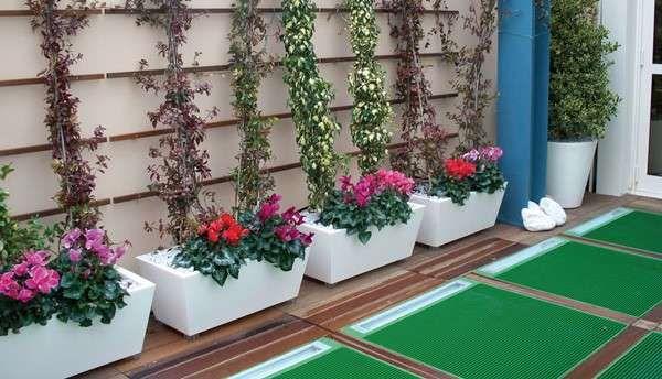 Terrazzo con fiori e piante - Kabin di Serralunga