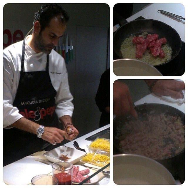 Lo chef Roberto Maurizio e la ricetta della gramigna alla salsiccia #unaricettaperlavita #expoexpress #Bologna #igersbologna #gramigna #salsiccia #ricetta #salepepe @wewomenforexpo @donnamoderna @grazia_it @salepepe_it