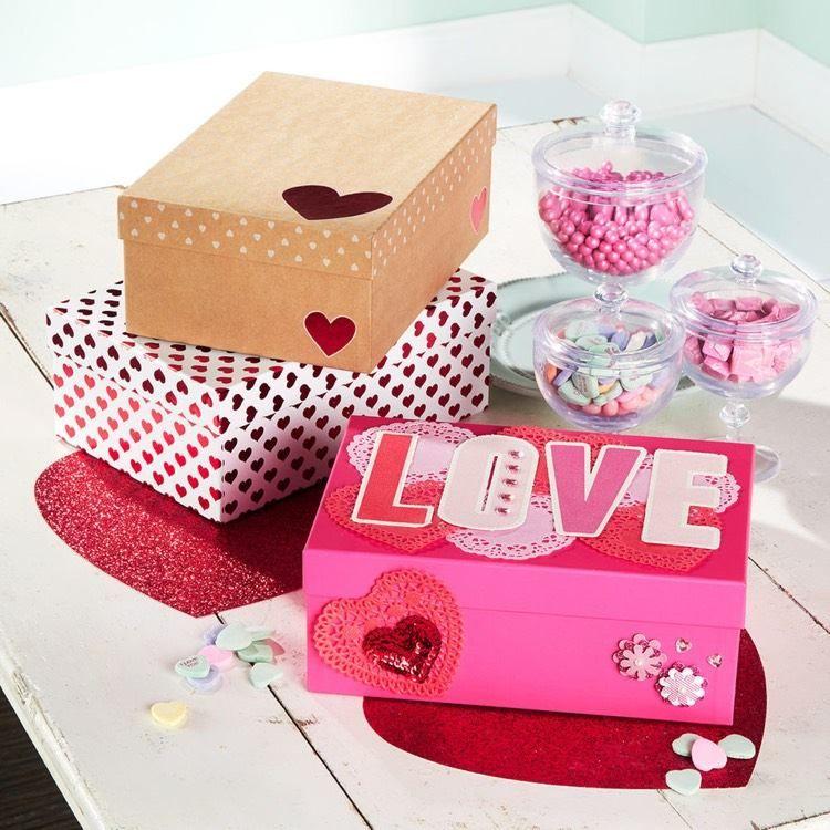 Briefkasten Zum Valentinstag Basteln U2013 20 Tolle Ideen Für Kinder    Valentinskarten In Einer Box Aufbewahren