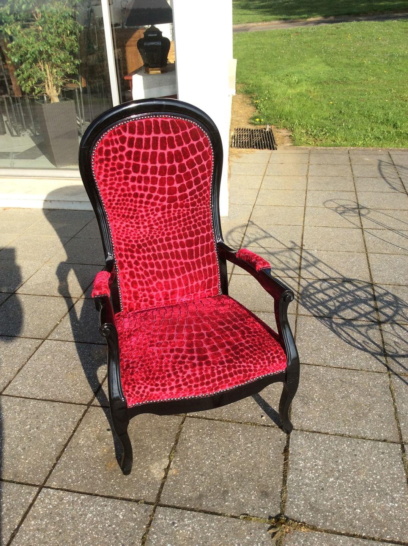 fauteuil voltaire relook velour rouge meubles et rangements par by g - Voltaire Relooke