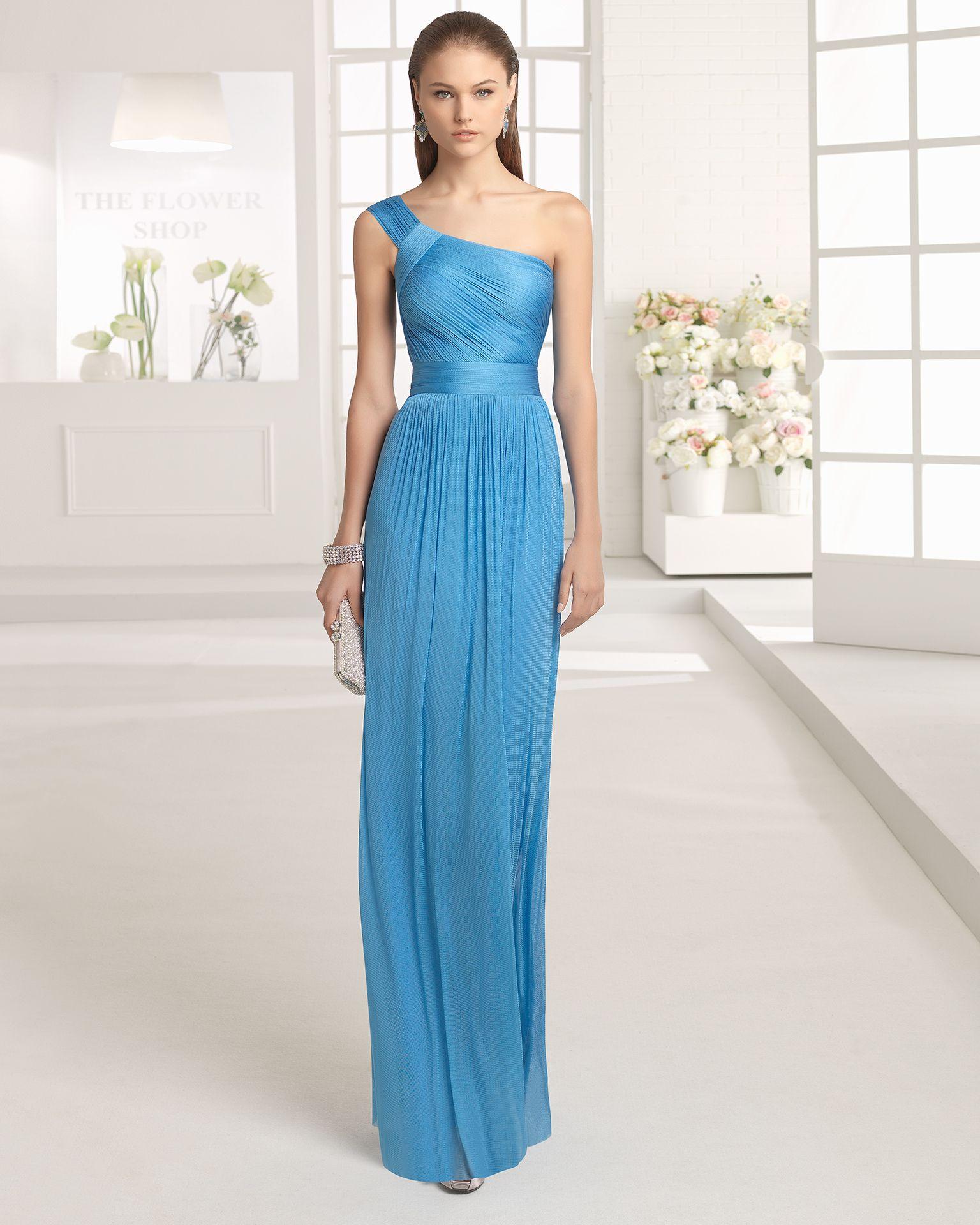 Vestido ligero de muselina de seda con escote asimétrico, disponible ...