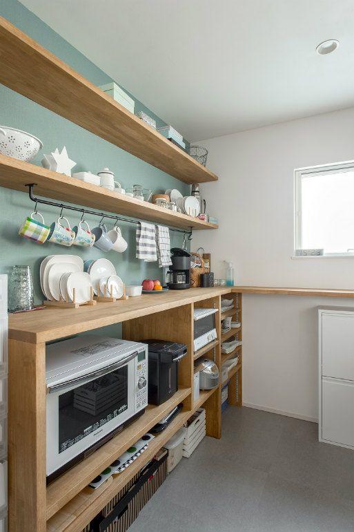 Shelves 小さなキッチンのリフォーム キッチンデザイン 現代の農家