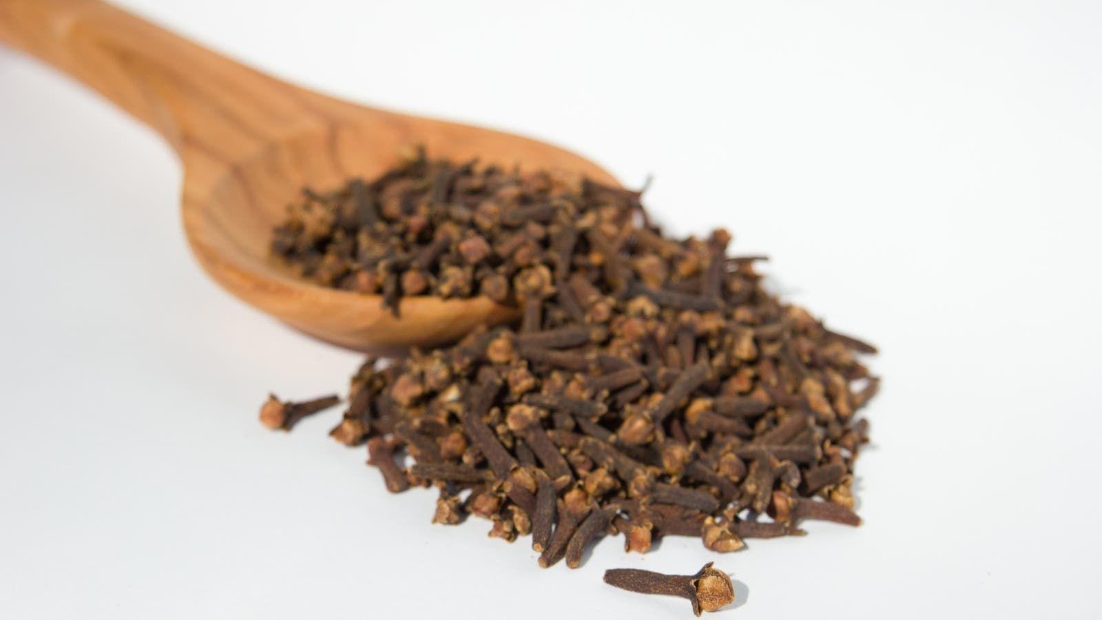 فوائد القرنفل للشعر وطريقة استخدامه Black Peppercorn Food Peppercorn