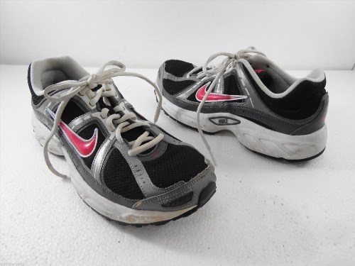 Nike Womens 9 US 40.5EU 6.5UK Compete 2 Black Pink Running Shoes