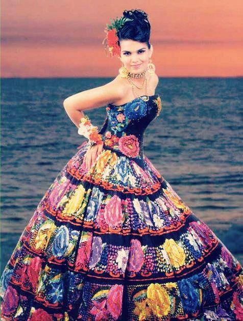 0c503f81f3 Intervención en el traje tradicional de Chiapas  Chiapas  México Dress