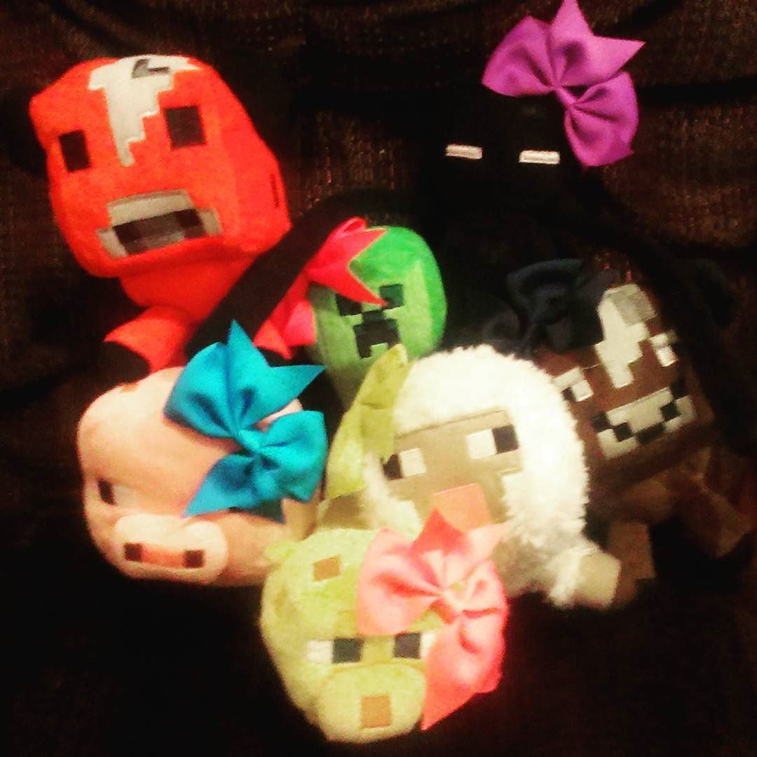 Creepie had the whole gang over to play #minecraft tonight it is so much fun to hang  with your #bffs! #minecraftpe #minecraftonly #minecraftpc #likeforfollow #minecraftpocketedition #minecrafter #randomness #minecraft #follow #gaming #mcpe #like #fb #tw #creepiegoes