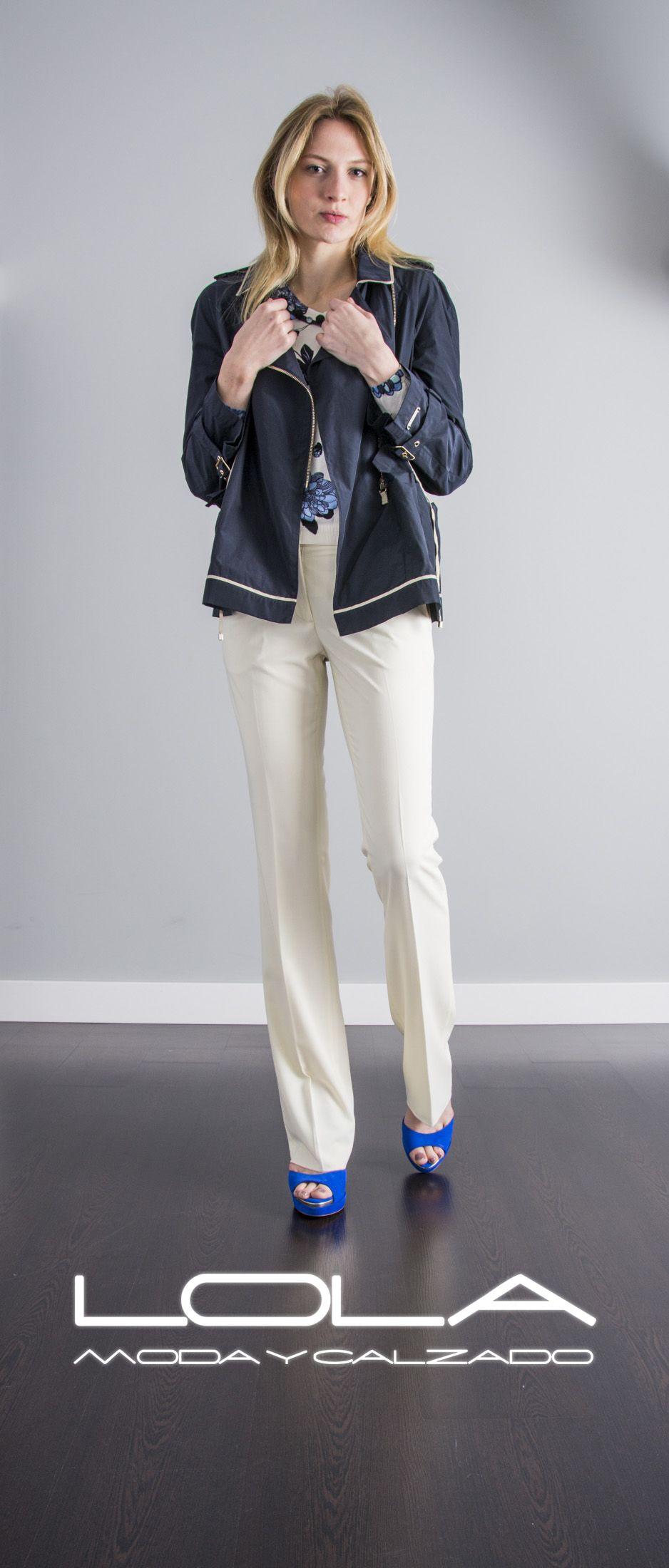 Tus noches de verano no te cogerán desprevenida, elegancia TWIN SET en tu chaqueta.  Pincha este enlace para comprar tu cazadora en nuestra tienda on line:  http://lolamodaycalzado.es/primavera-verano/556-cazadora-azul-marino-twin-set.html