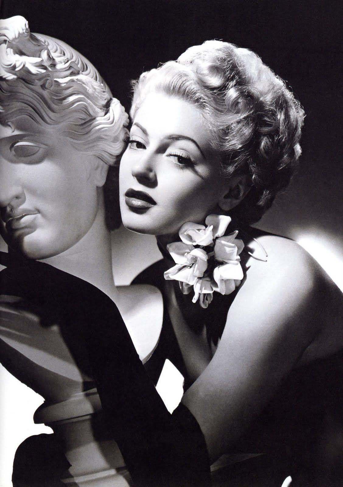 Lana Turner in opera gloves ~ as seen at http://vintagefilmpropsandcostumes.blogspot.com/2011/02/lana-turner-glamour-girl.html