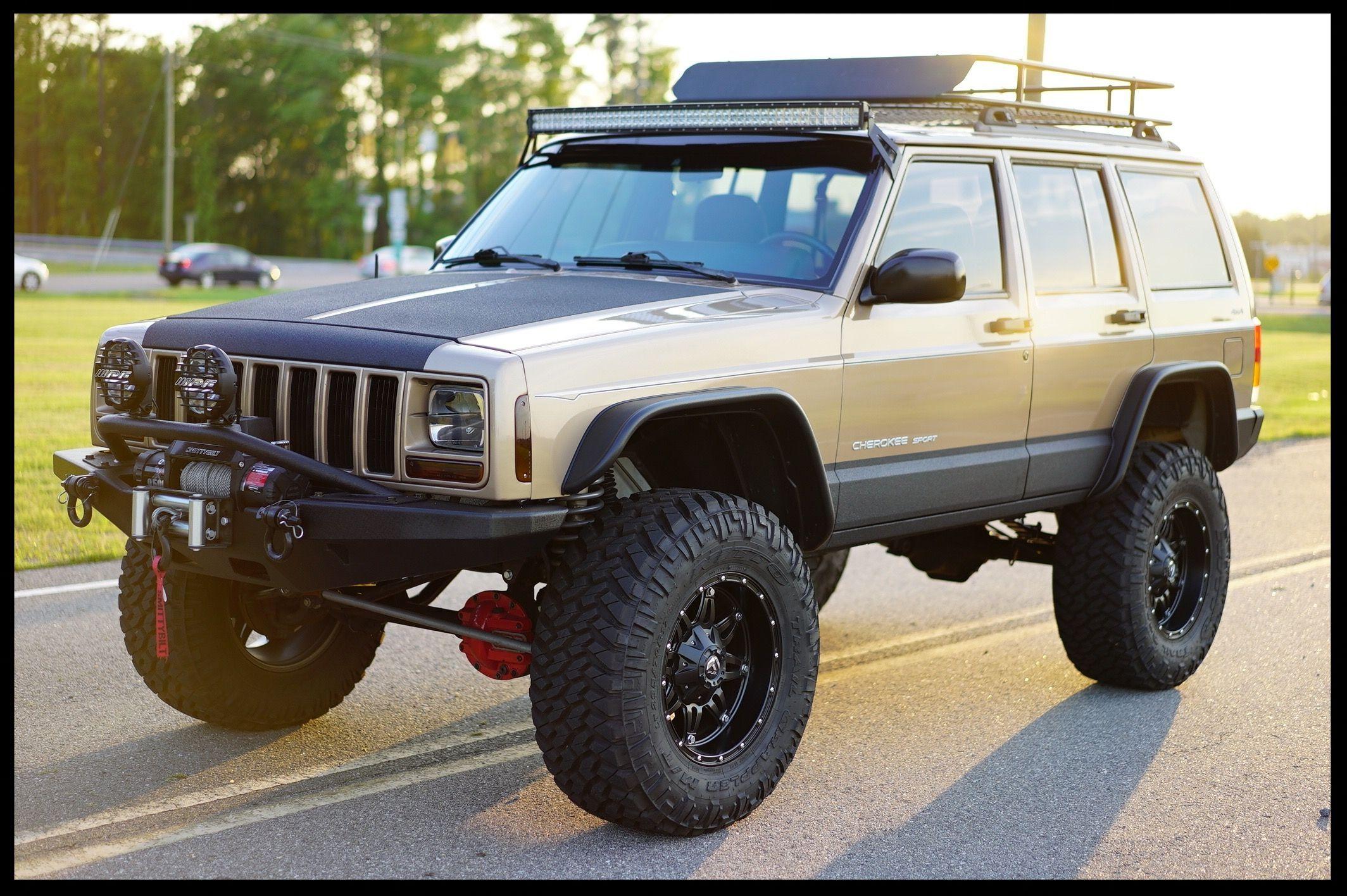 "Lifted Cherokee XJ. This XJ has a 4.5"" Full"