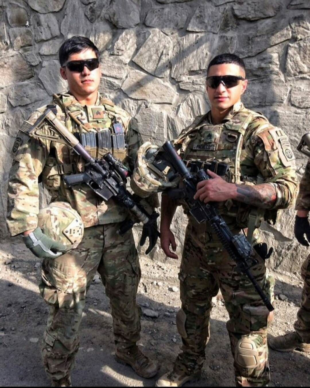 Checoz W0rld Us Army Staff Sergeant Robert Pacheco Is One More Person To Define What A Badass Is All About The Dedi Staff Sergeant Military Heroes Sergeant