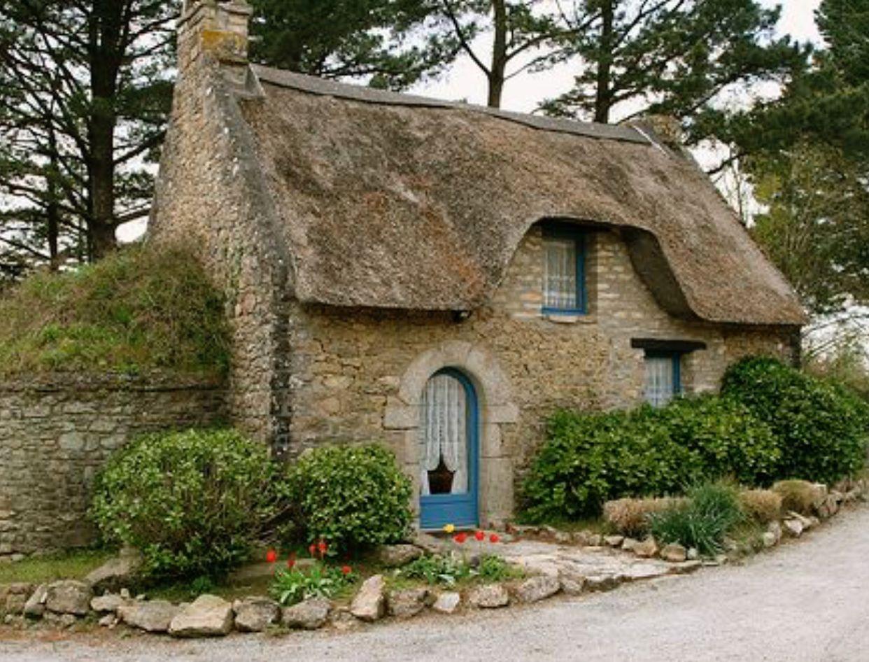 Quaint English Cottage Stone Cottages Thatched Cottage Cute Cottage