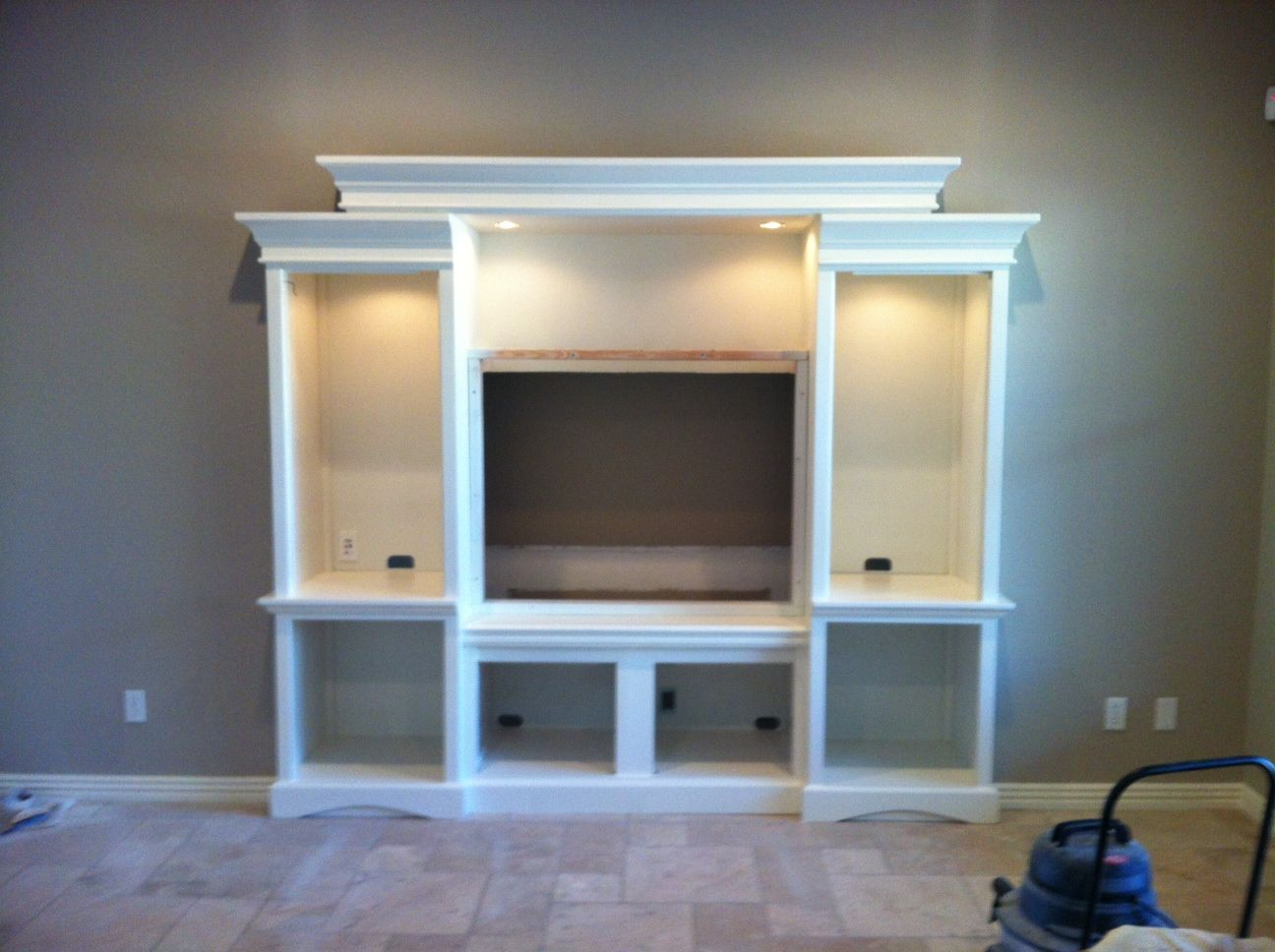 built in entertainment center wall decor shabby chic. Black Bedroom Furniture Sets. Home Design Ideas