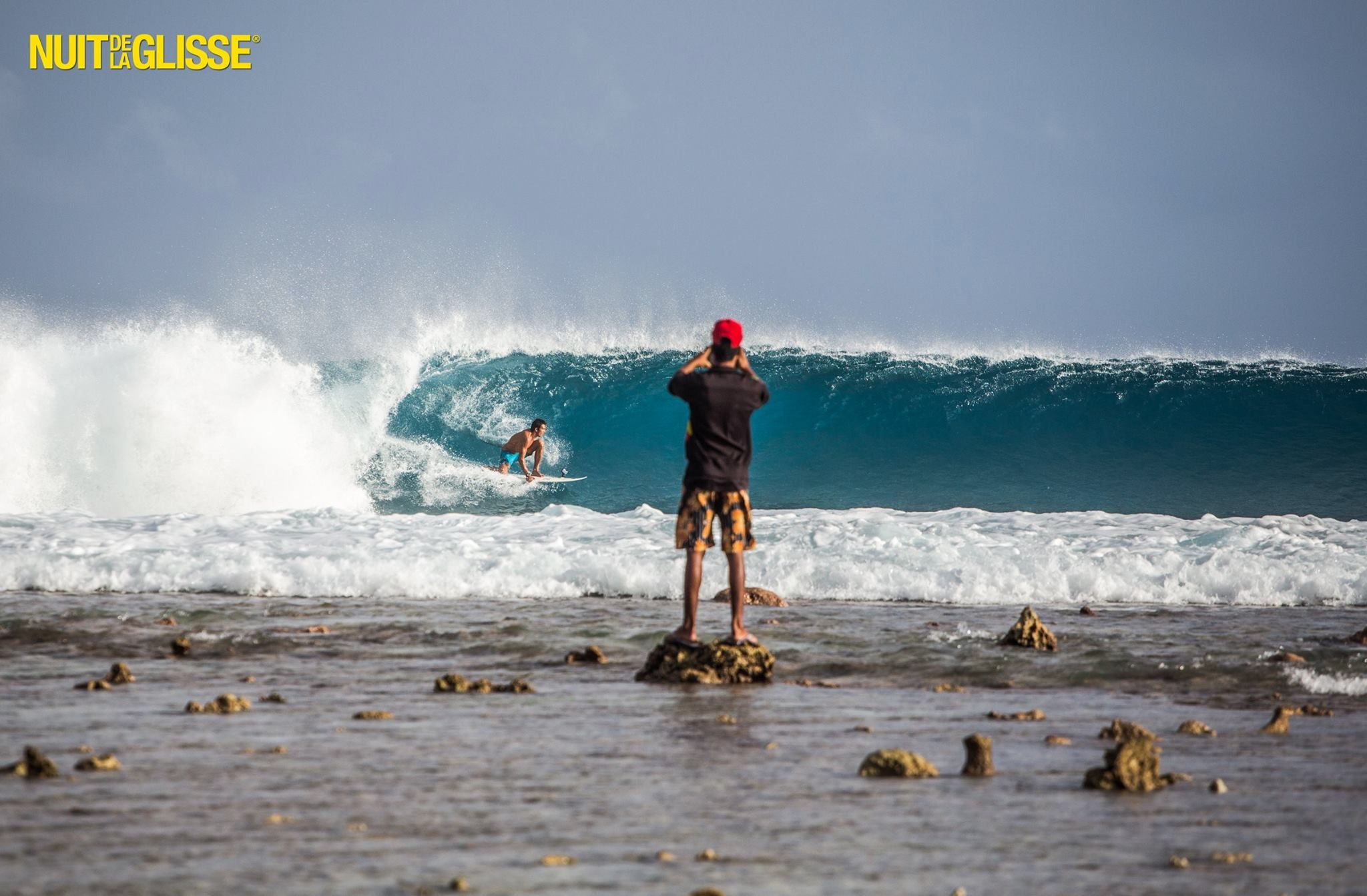 Popping Out Of The Barrel Right On Time Freeridestateofmind Extremesports Perfectmomentsurf Perfect Moment Surf Outfit Surfing