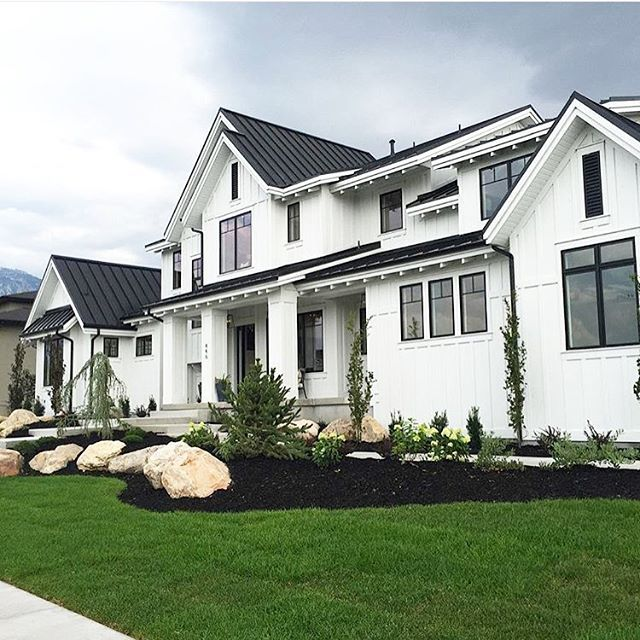 Obsessed With This Gorgeous White House Exterior Black Windows Shared By Kim Bell Interiors Found Via Designlovesdetail