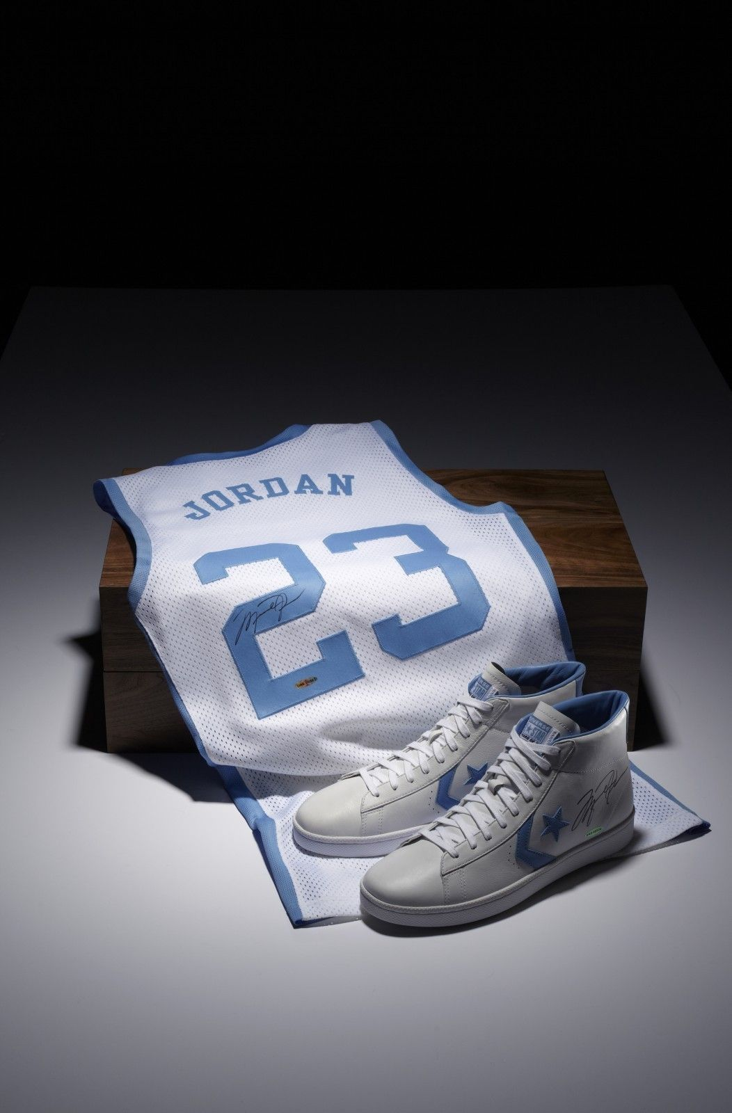 4ccba4c1b7a9 Michael Jordan X Converse Limited Edition Signed Commemorative Pack ...