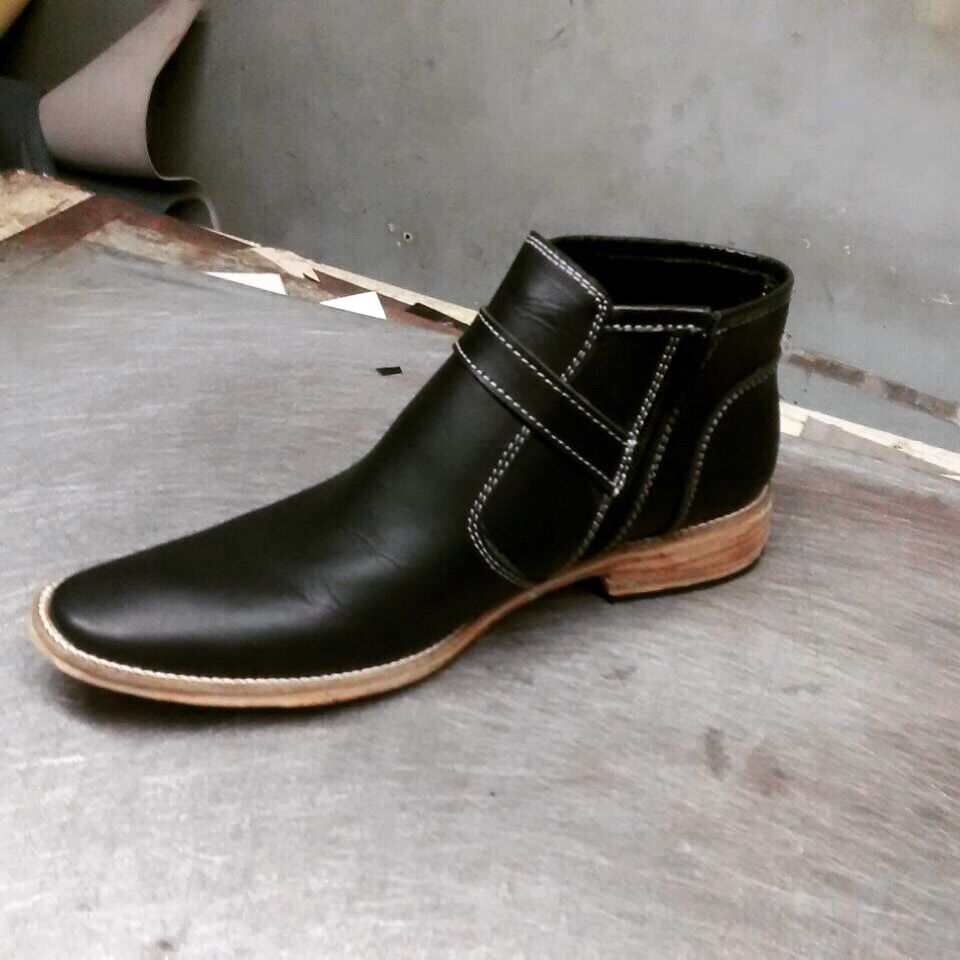 Matte black leather oil pull-up shoes hand made all sizes available