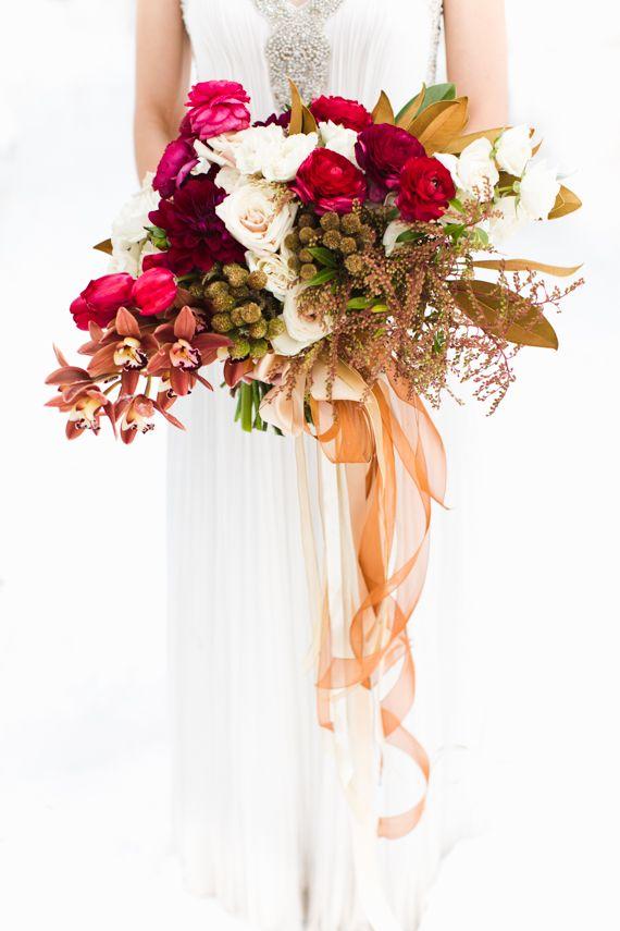 Ramo de novia para invierno.Nupcial de las maravillas del invierno y la inspiración floral   Foto por EB más JC Fotografía   Leer más - http://www.100layercake.com/blog/?p=81523